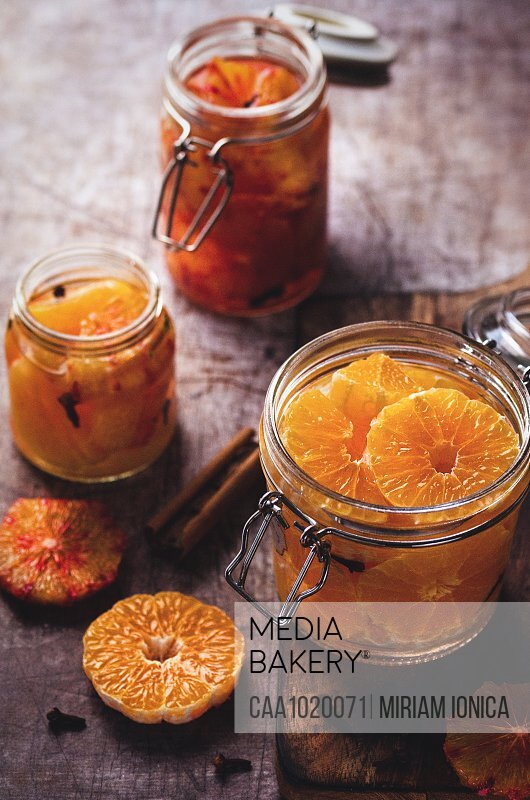 Preserved clementine and blood orange slices in jars