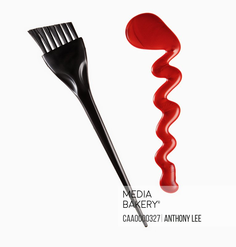 Red hair color and highlighting comb