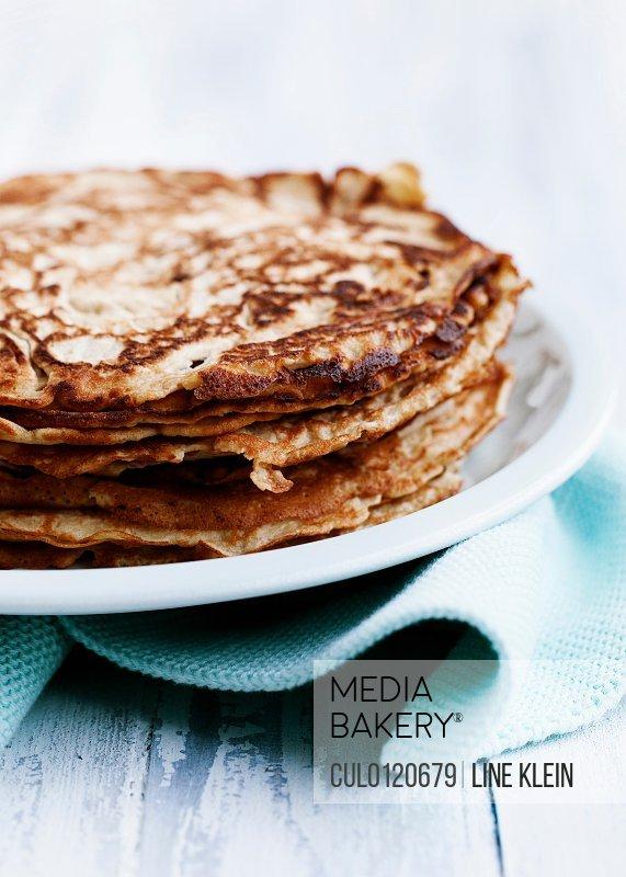 Pancakes on plate/n