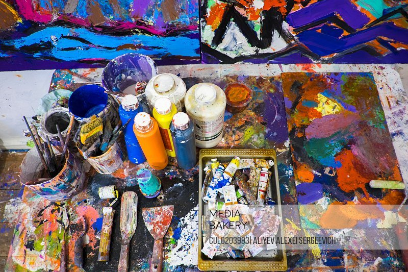 Artist's material and tools