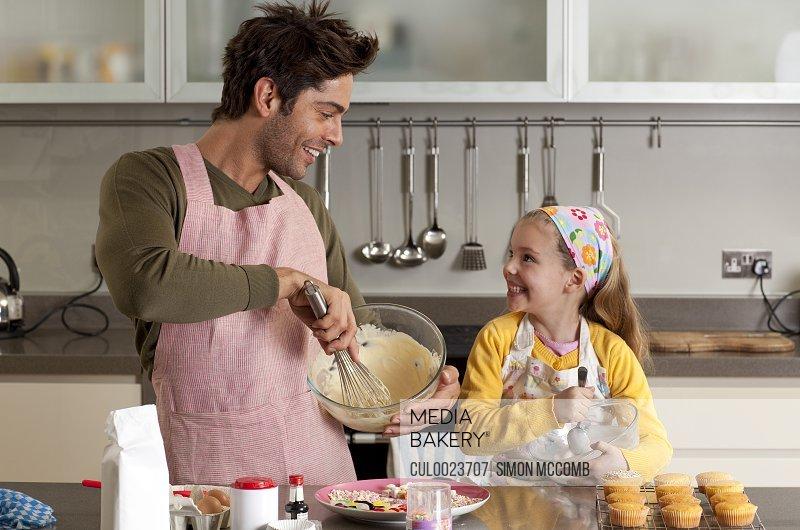 Отец на кухне