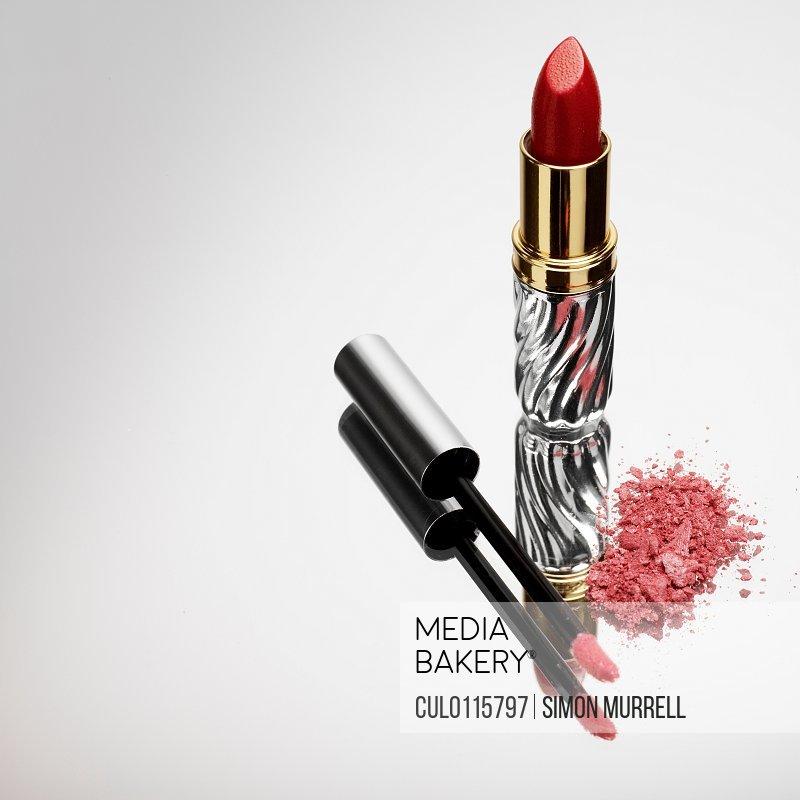 Lipstick lipgloss and eyeshadow/n