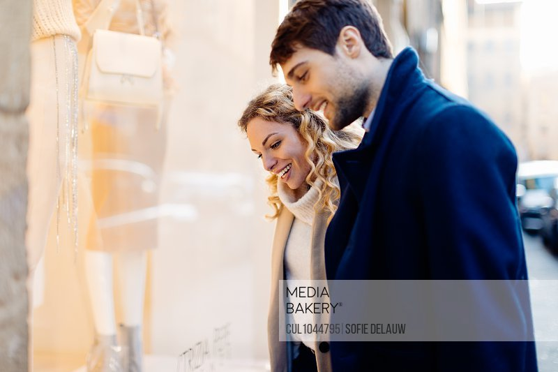 Couple window shopping, Firenze, Toscana, Italy