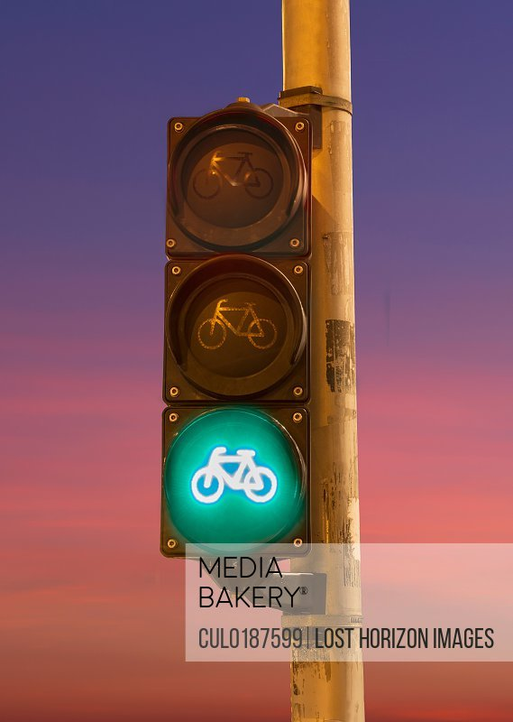 Traffic light for bicycles green signal
