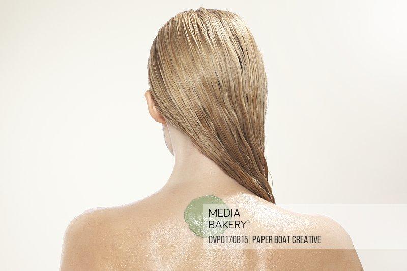 wet hair bare back skin blonde