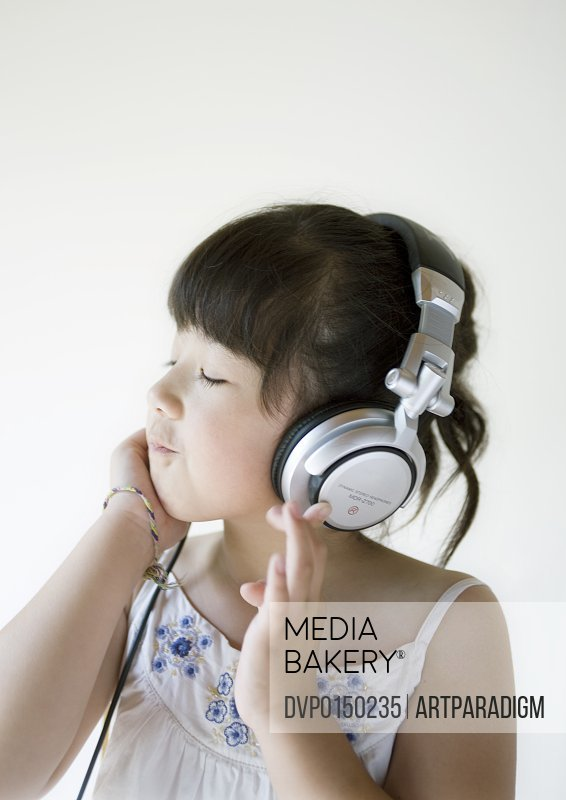Girl wearing headphone