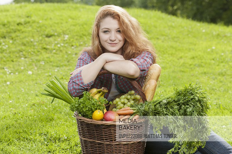 healthy young woman with wih fresh vegetables