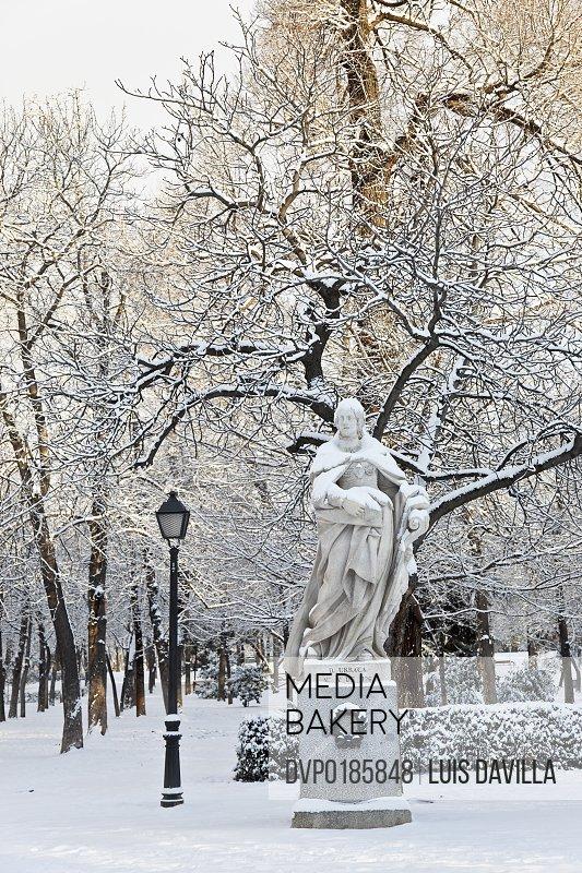 retiro park with snow