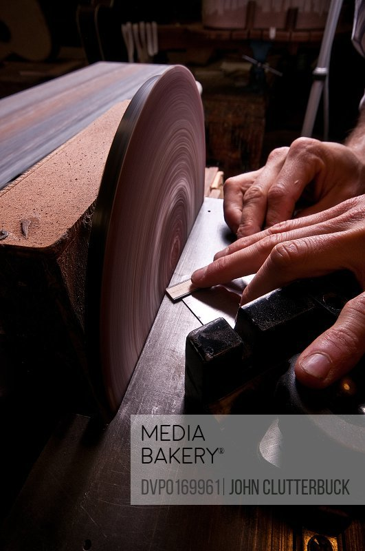 luthiers making guitars