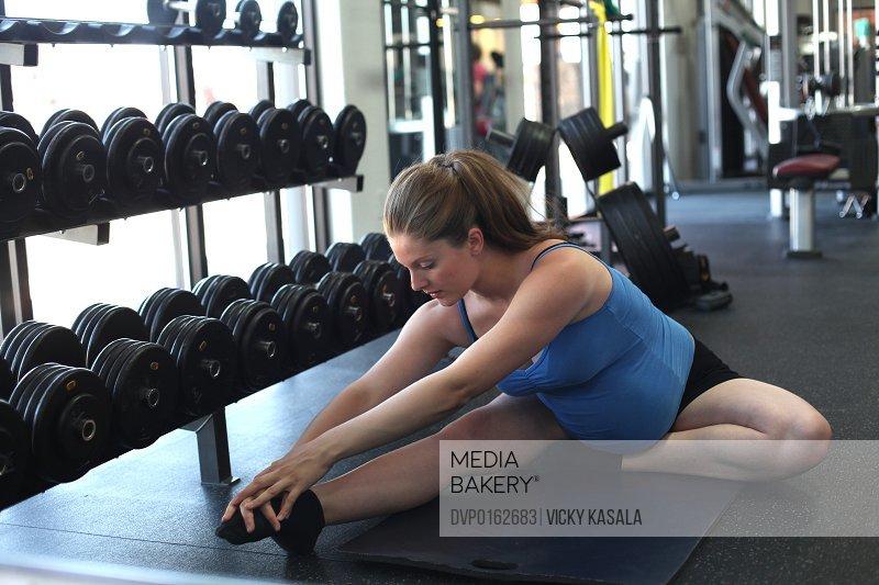 pregnant woman exercising at health club