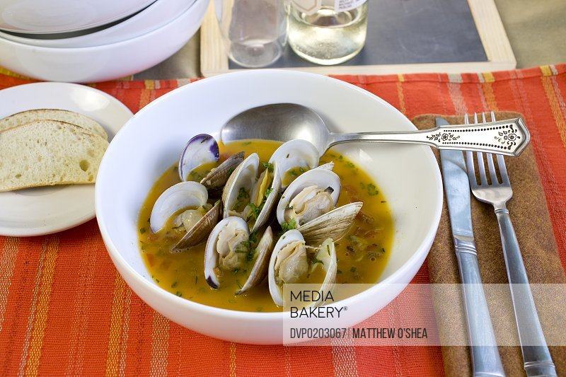 Steamed clams in tomato-garlic broth