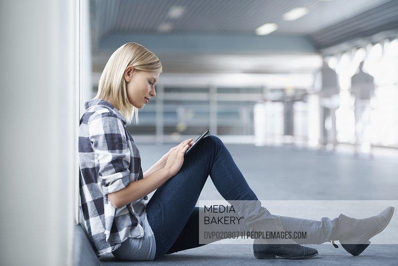 Checking her schedule online