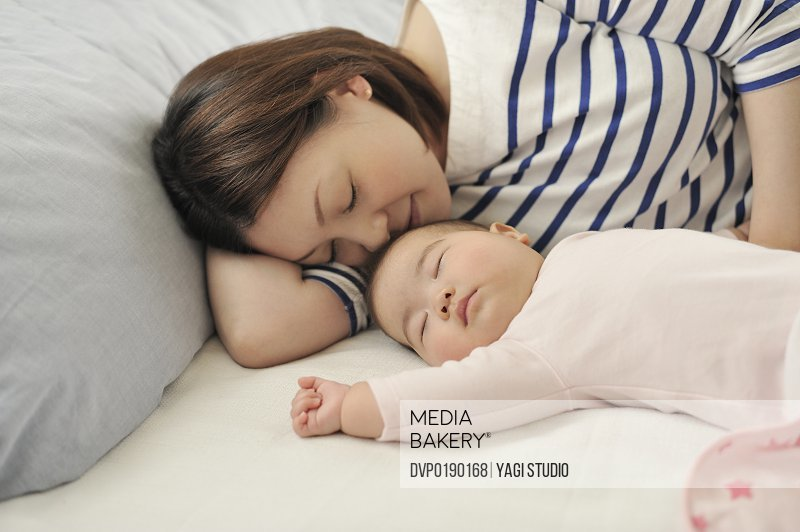 Mother lies down with the baby