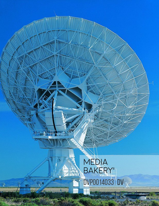 Satellite tracking dish