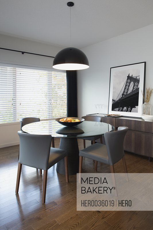 Dining room in contemporary home