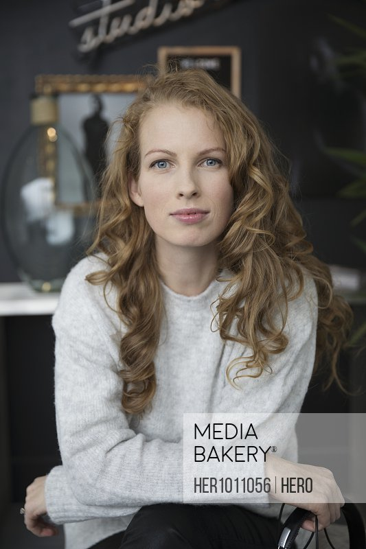 Portrait confident, ambitious woman