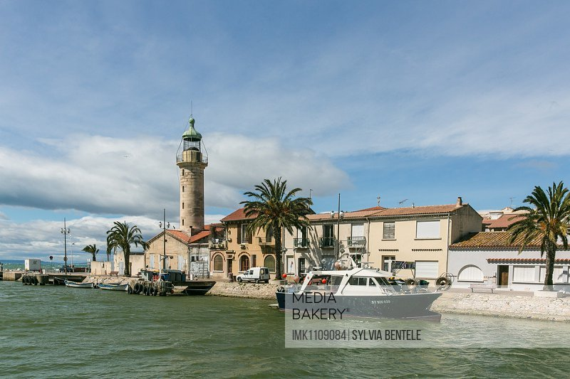 Lighthouse on the banks of a canal, Le Grau-du-Roi, Languedoc-Roussillon, France, Europe