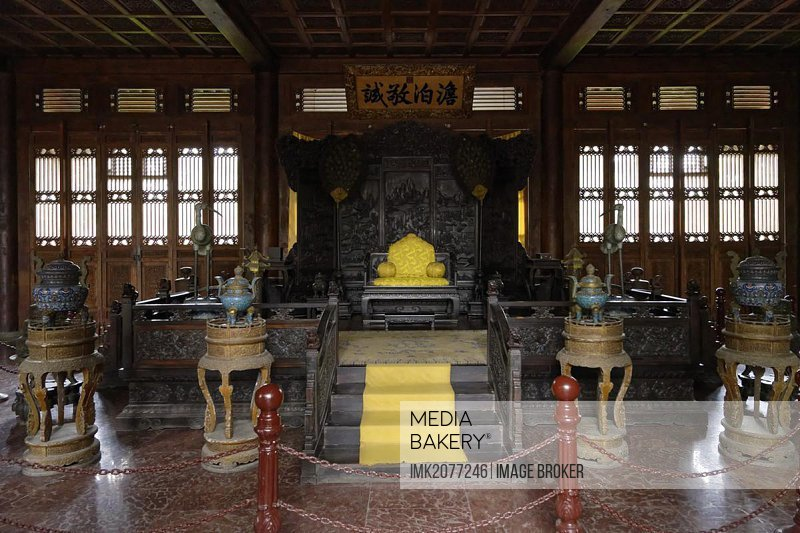 Imperial summer residence, hall of unpretentiousness and seriousness, throne, Bishu Shanzhuang, Chengde, Hebei Sheng, China, Asia