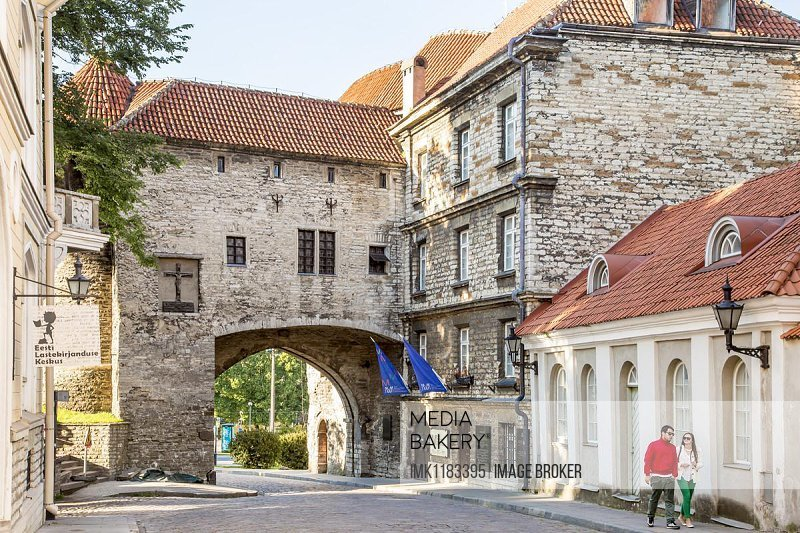 Large Strand tor gate with city walls and the Estonian Maritime Museum, Tallinn, Estonia, Europe
