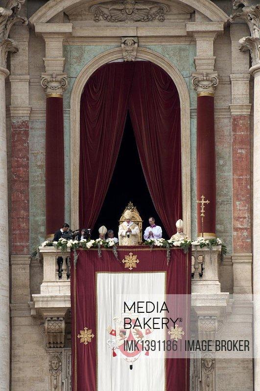 St. Peter's Basilica with Pope Benedict XVI, the Pope giving the blessing Urbi et Orbi, balcony of the Loggia delle Benedizioni, St. Peter's Square, Piazza San Pietro square, Vatican, Rome, Lazio region, Italy, Europe