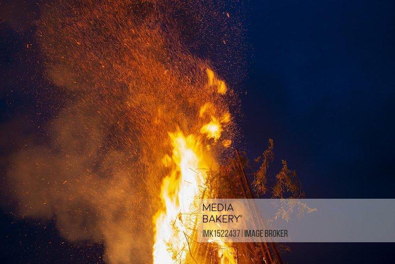 Midsummer lights, Fire of St John's Eve, flying sparks, Gelting, Upper Bavaria, Bavaria, Germany, Europe