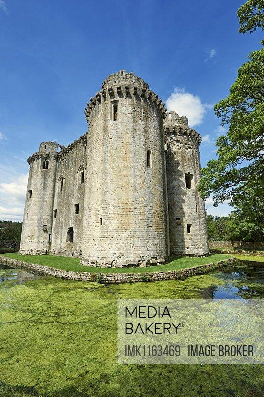 Nunney Castle built in the 1370s by Sir John de la Mere, Somerset, England, United Kingdom, Europe