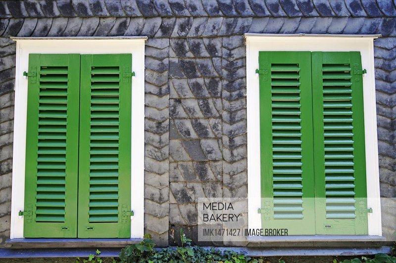 Windows with green shutters, slate house, Harkortshaus, home of Friedrich Harkort, today the city archive, Freiheit Mountain, Wetter, Herdecke, Hagen, North Rhine-Westphalia, Germany, Europe