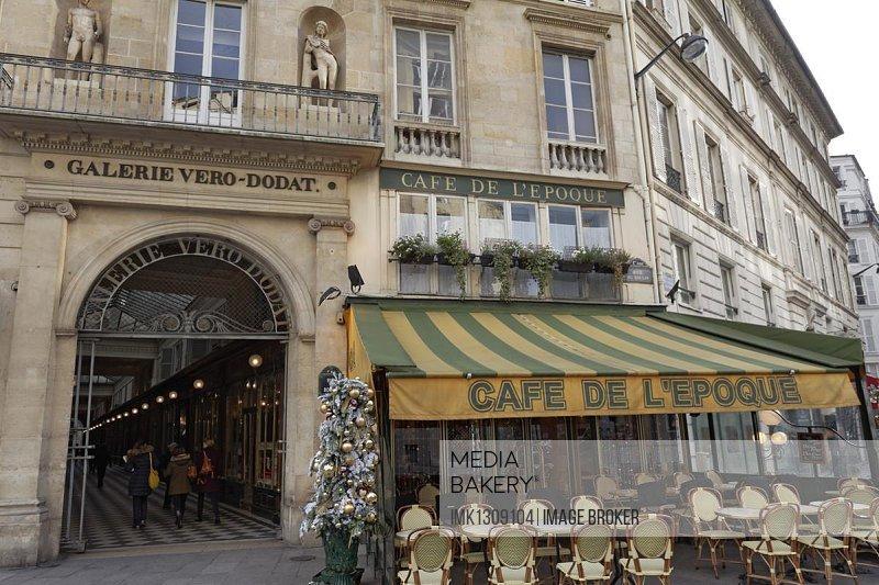 Entrance to the historic Galerie V�ro-Dodat shopping arcade, 1st arrondissement, Paris, Ile-de-France, France, Europe