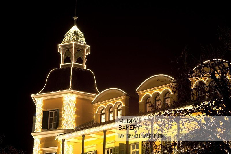 Christmassy illuminated building, night shot, Woerthersee Lake, Velden, Carinthia, Austria, Europe