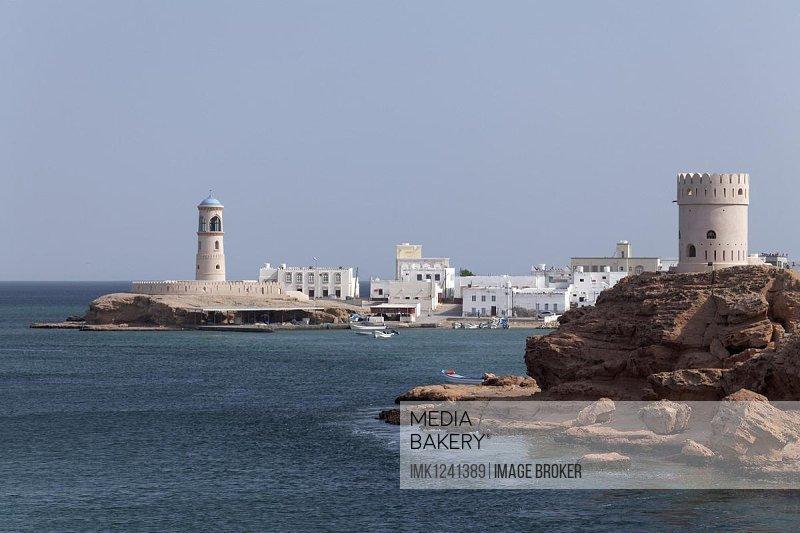 Watchtower, defence tower of Al-Ayjah, Sur, Ash Sharqiyah province, Sultanate of Oman, Arabian Peninsula, Gulf of Oman