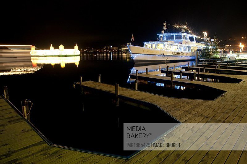 Ship, night shot, Christmastime, Woerthersee Lake, Velden, Carinthia, Austria, Europe
