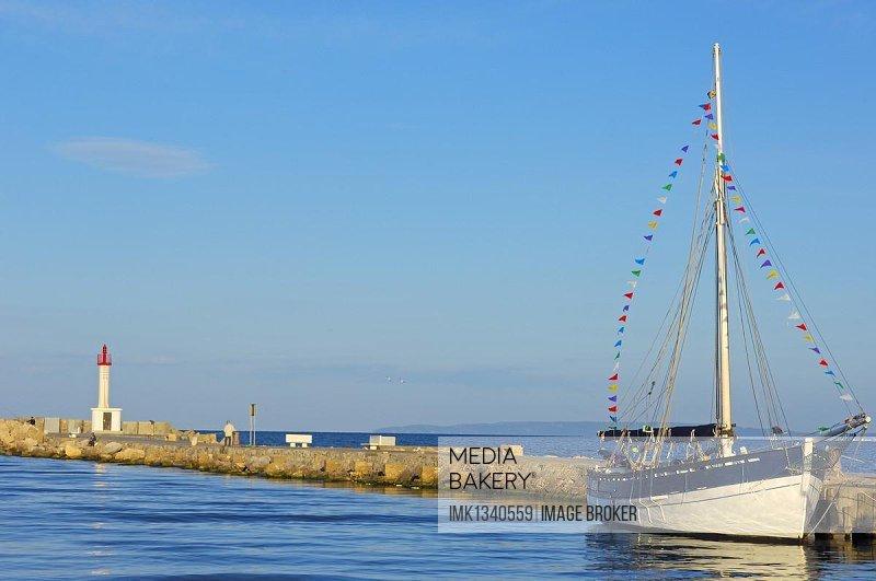 Boat, Le Grau du Roi, Petit Camargue, Gard department, Languedoc-Roussillon region, France, Europe