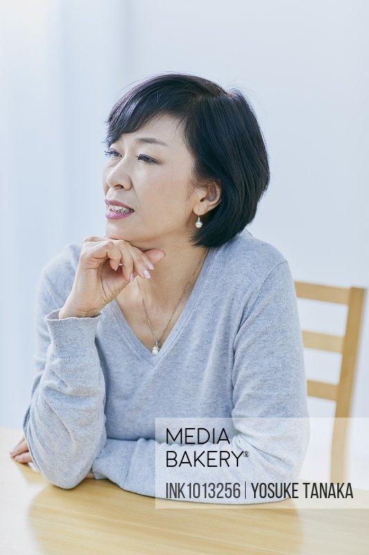 Japanese senior woman having headhache