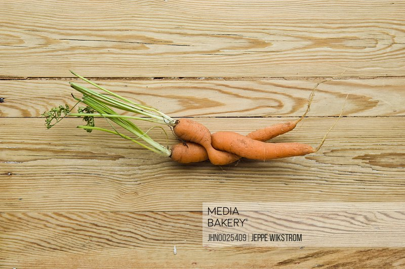 Bizarre tied carrots