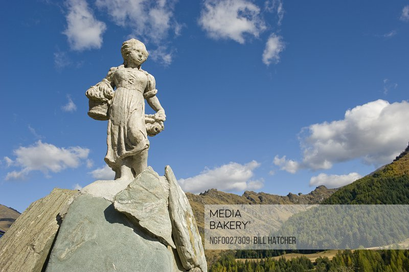 A memorial to commemorate the wives of miners in Skippers Canyon.