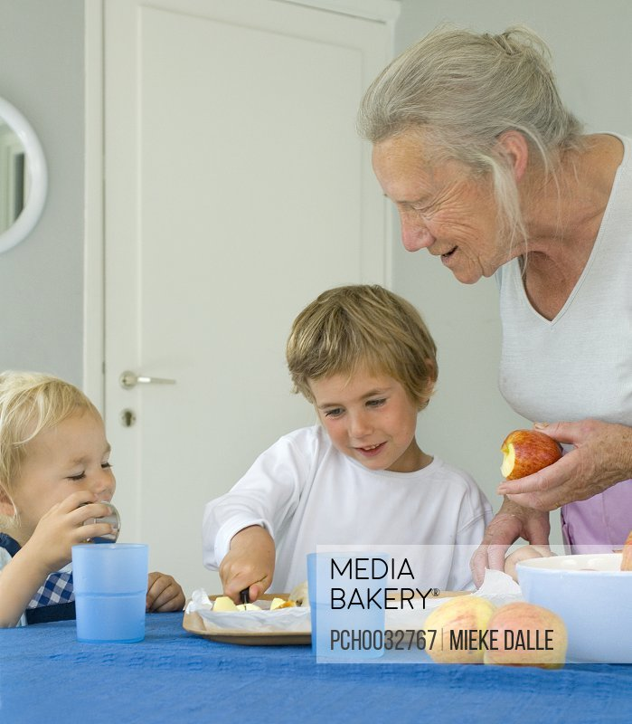 childhood memoir baking with my grandmother essay My grandmother is a godless in the form of a woman the sole aim other life is service and sacrifice thus she deserves claims and commands and respect in my grandmother is the busiest member of the family she is the most important wheel in the family vehicle she is the lady who nurses and looks.