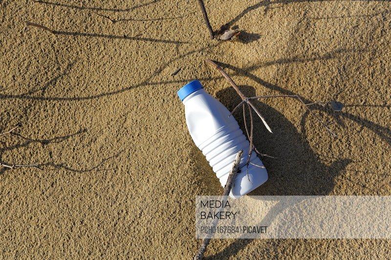 Pollution on the beach