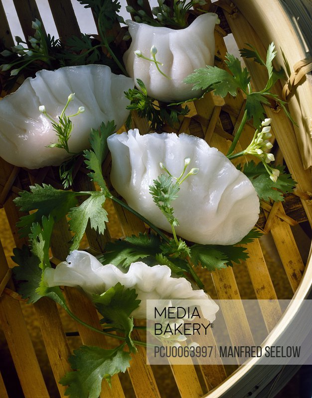 Steam-cooked Hakao raviolis