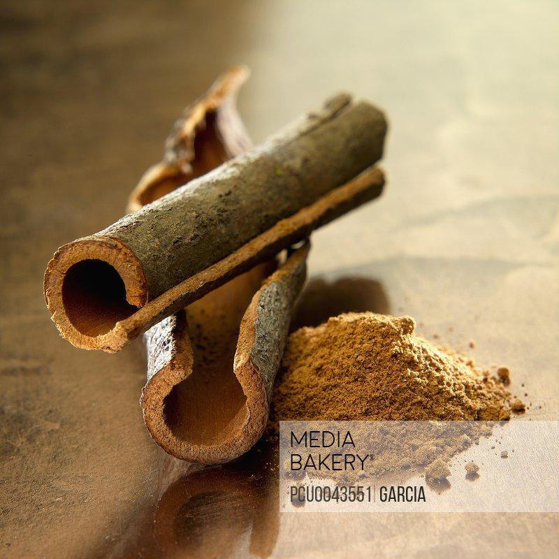 Chinese cinnamon sticks and powder