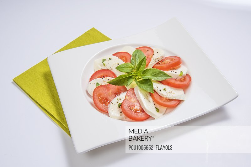 Tomato-mozzarella salad with basil