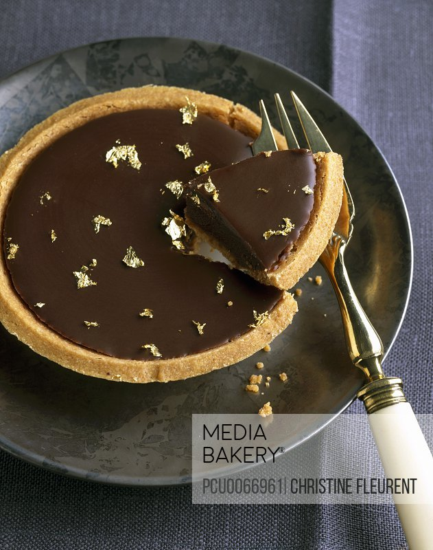 Dark chocolate tartlet with gold flakes