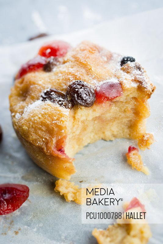 Raisin and candied cherry small pudding