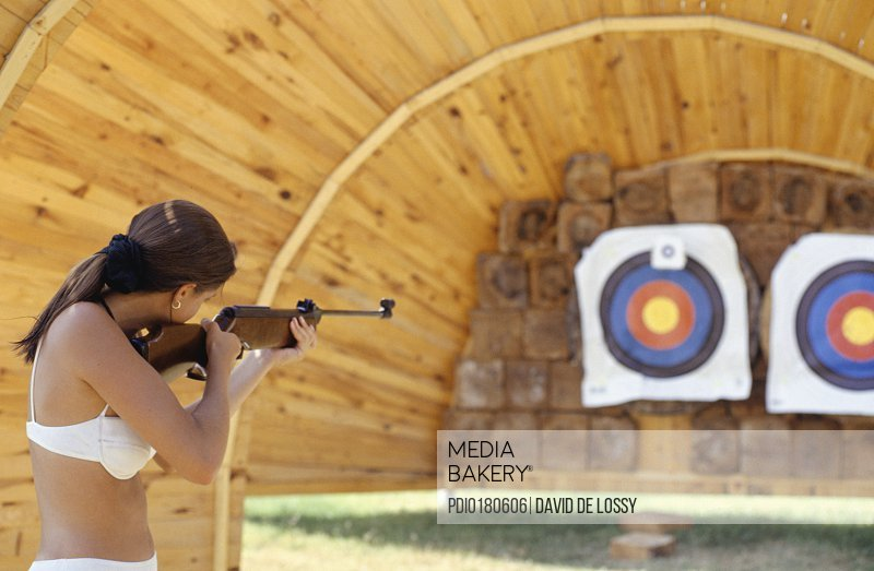 4c743cb9db4ee Mediabakery - Photo by Photoplay - Young woman target shooting