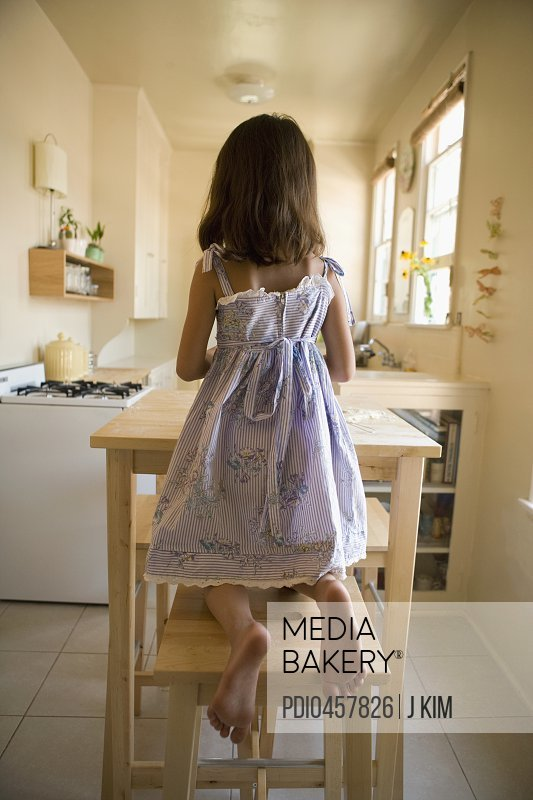 Terrific Mediabakery Photo By Photoplay Girl 6 7 Kneeling On Creativecarmelina Interior Chair Design Creativecarmelinacom
