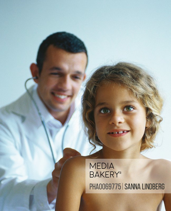 Mediabakery - Photo by PhotoAlto Images - Doctor checking