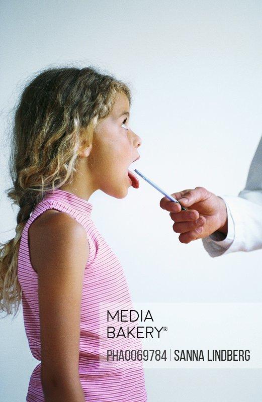 Mediabakery - Photo by PhotoAlto Images - Doctor writing