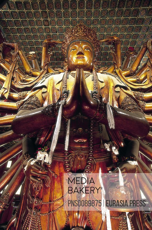 China, Hebei Province, Chengde, Temple of Universal Peace, Statue of Guanyin, 22 metres largest wooden statue in the world, 1755