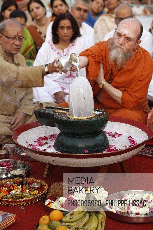 Lingam Puja