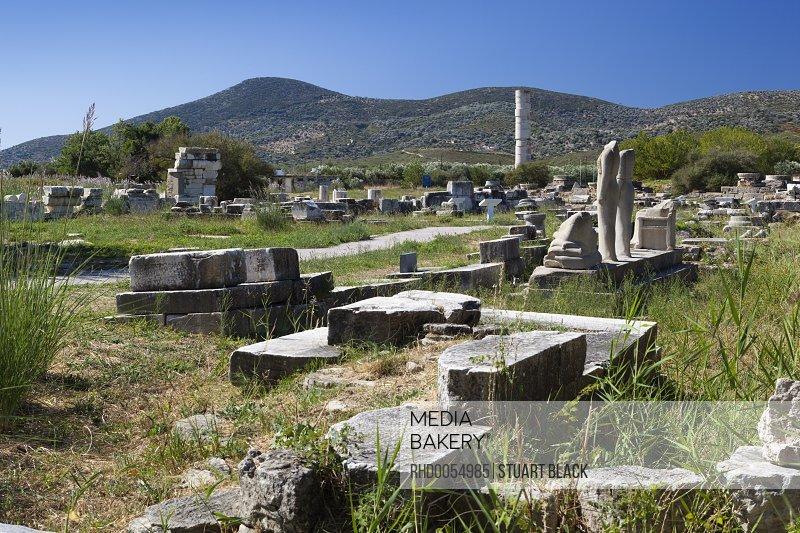 Mediabakery Photo By Robert Harding Ireon Archaeological Site With Columns Of The Temple Of Hera Ireon Samos Aegean Islands Greece