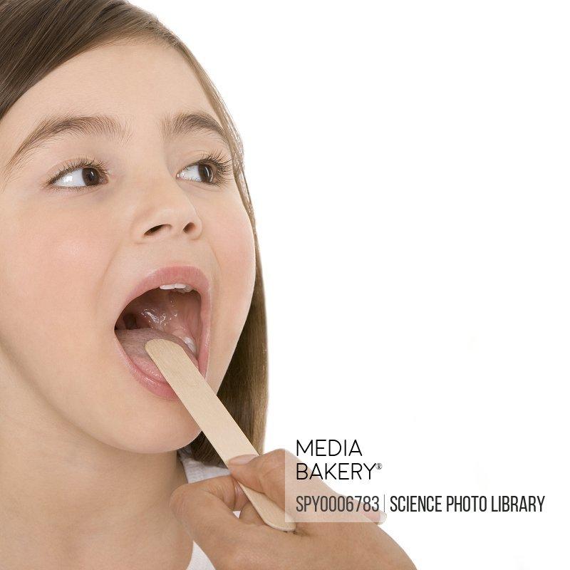 Mediabakery - Photo by Westend 61 - Doctor examining girl